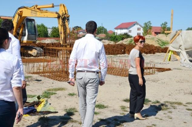 Lia Olguța Vasilescu, în vizită pe șantierul stadionului de atletism, pe vremea când era primar