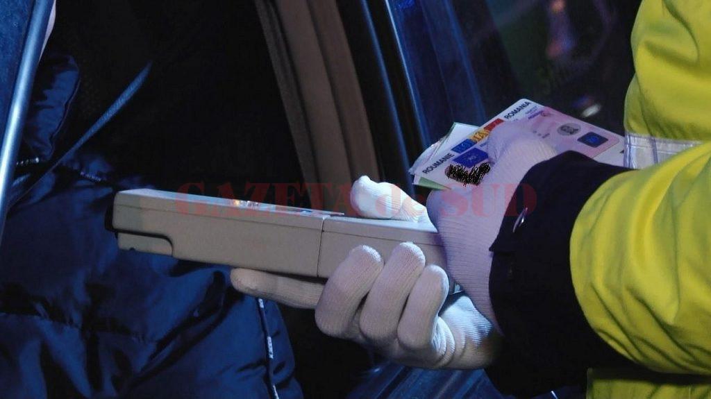 Un șofer din Dolj a fost depistat sub influența alcoolului la volanUn tânăr din comuna Turcinești, Gorj, fără permis de conducere, a fost depistat ieri în timp ce conducea un autoturism pe DN 67 Rasovița