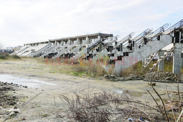 Stadionul de atletism din Craiova, rămas în paragină după abandonarea proiectului