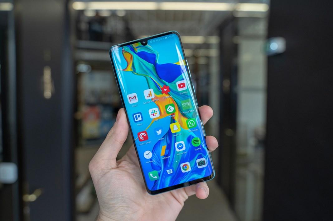 restricţii de interacţiuni ale angajaţilor cu Huawei
