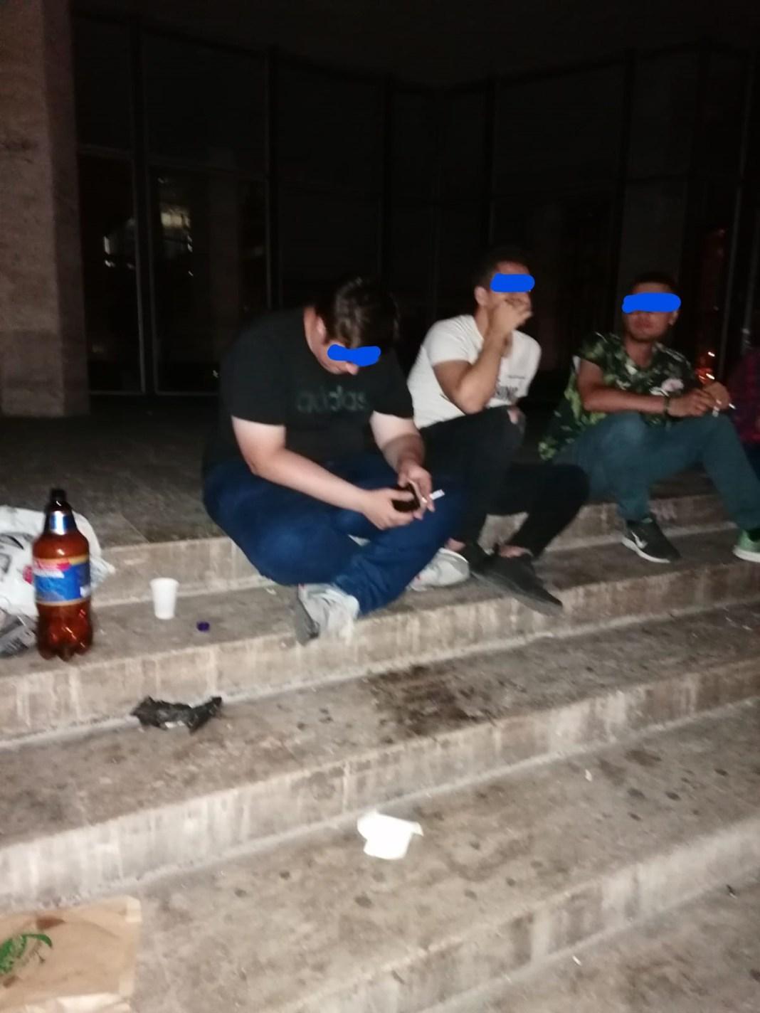 Bei alcool pe domeniul public, primeşti amendă