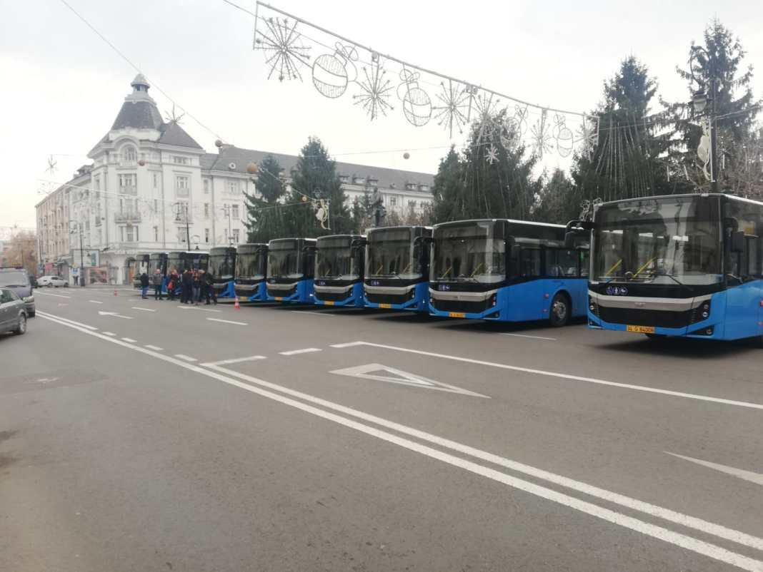 BMC Truck&Bus a furnizat Craiovei cele 38 de autobuze Diesel Euro 6, cumpărate cu bani împrumutaţi de la BERD. Producătorul turc a rămas acum singur în cursa pentru furnizarea a 30 de autobuze electrice pentru transportul în comun din Bănie.
