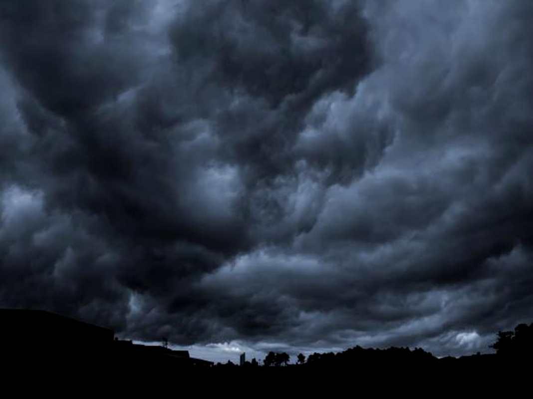 Vâlcea: Cod roșu de vijelii puternice, ploi torențiale și grindină