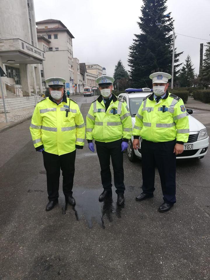 Poliția este pe străzi pentru a verifica dacă populația respectă măsurile anti-Covid