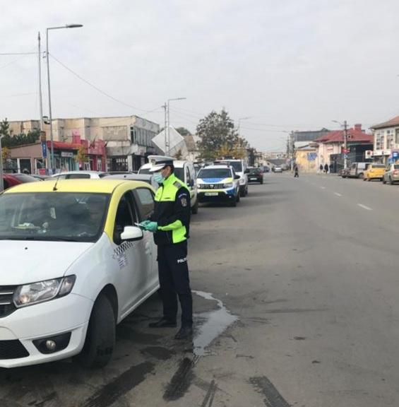 Polițiștii Serviciului Rutier Olt au aplicat 700 de sancțiuni contravenționale pentru încălcarea normelor de circulație pe drumurile publice