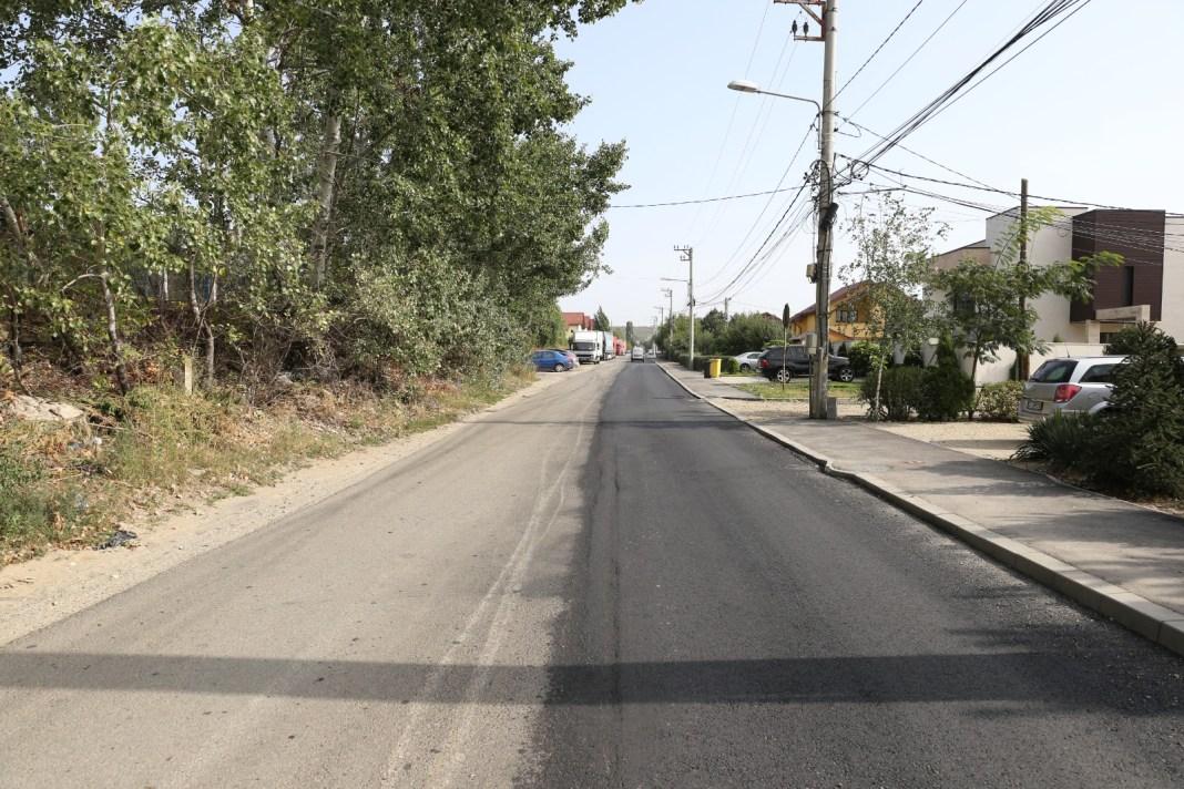 Linia de hotar dintre Craiova și Cârcea trece în prezent pe mijlocul străzii din imagine. Așa că locuitorii de pe partea dreaptă a drumului, cum intri dinspre giratoriul de la Ford, aparţin de Cârcea, iar cei de pe partea stângă de Craiova.