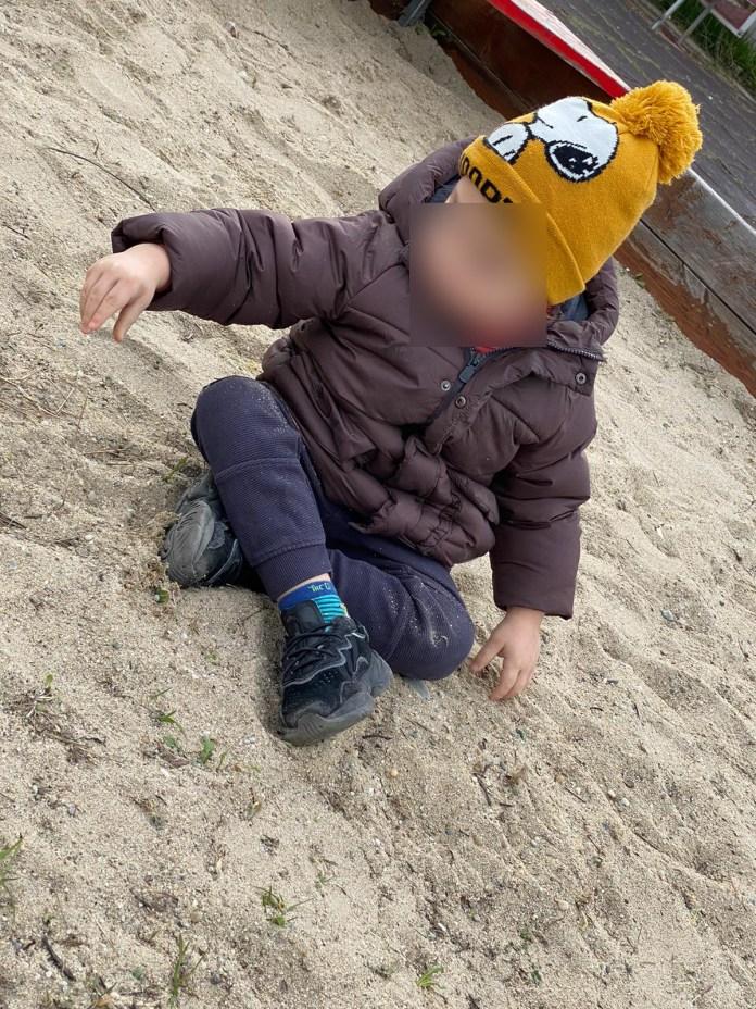 Băiat diagnosticat cu autism