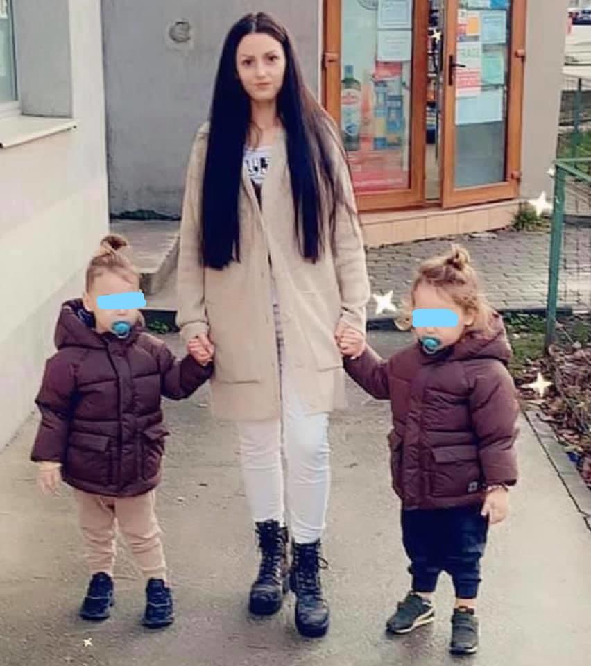 Mama și cei doi copii