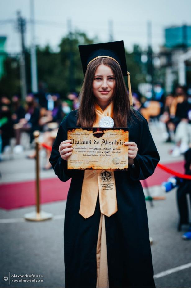 Miriam Ancuţa, eleva de 10 la evaluarea naţională, de la Colegiul Naţional