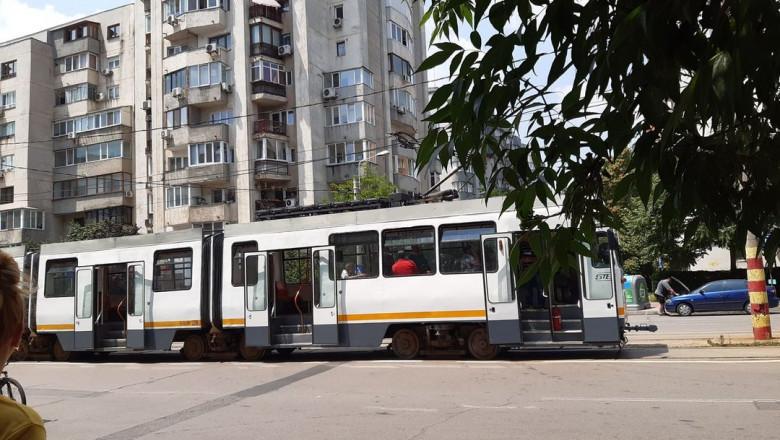 Bărbat rănit într-un tramvai de o bucată de șină care a intrat prin podea (sursa foto: Facebook Cosmin Nicolae)