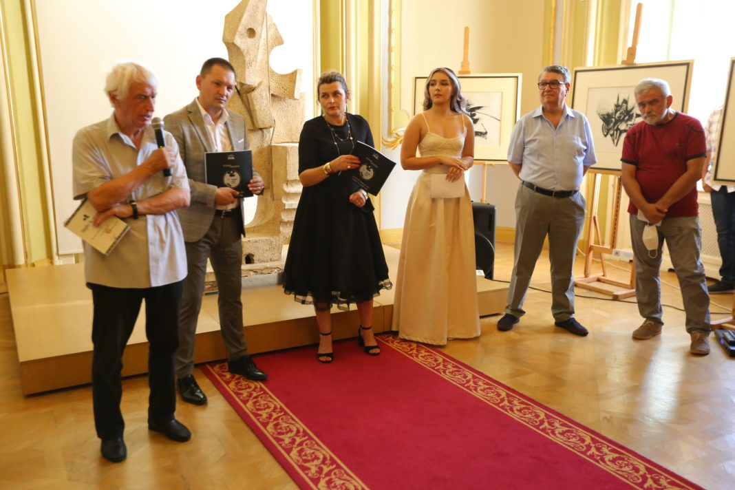 La eveniment au fost prezenți atât Emilian Ștefârță, directorul Muzeului de Artă, Emil Boroghină, directorul Teatrul Național din Craiova, Cosmin Vasile, președintele Consiliului Județean Dolj, Prof. Univ. Dr. Ion Deaconescu