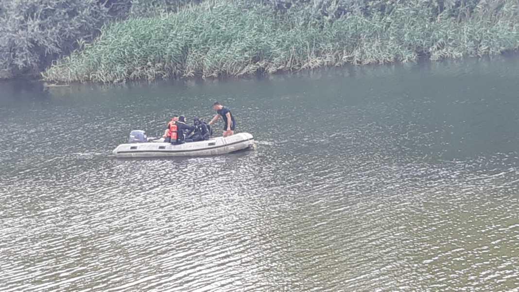 Un bărbat, posibil înecat într-un canal de irigații, la Dăbuleni