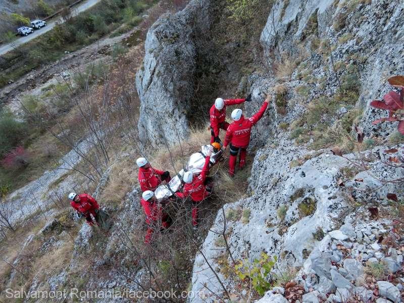 O turistă salvată de salvamontişti după ce a alunecat în Cheile Galbenei din Padiş
