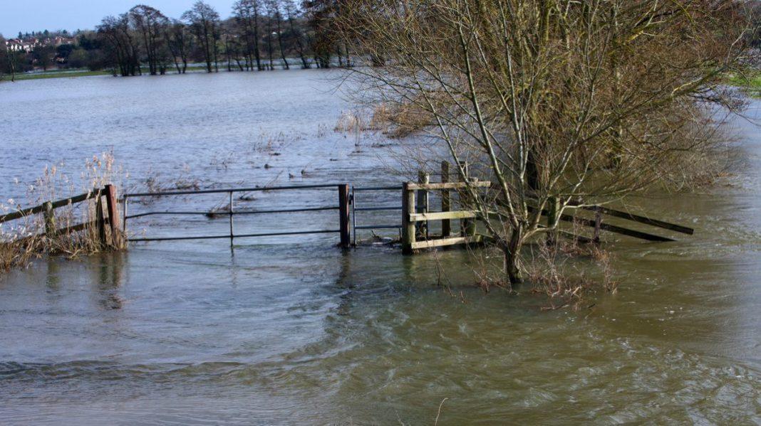 Cod galben de inundații sâmbătă, în nouă bazine hidrografice