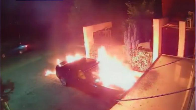 Mașină incendiată în fața unui restaurant din Timiș