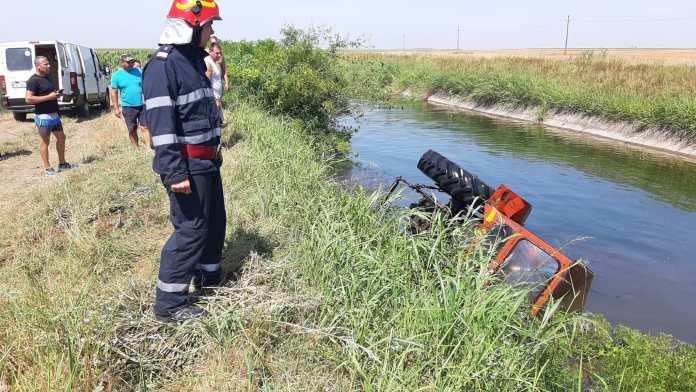 Un bărbat din Dolj a murit după ce s-a răsturnat cu tractorul într-un canal