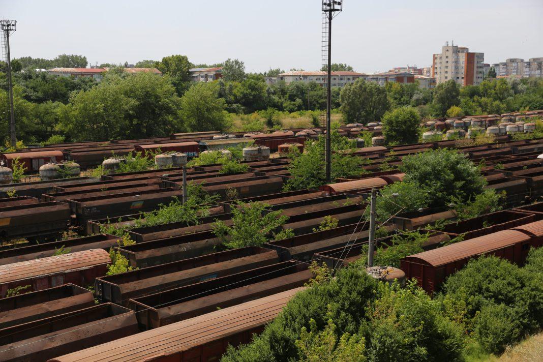 Peste 1.100 de vagoane vechi zac în triajul de la Craiova
