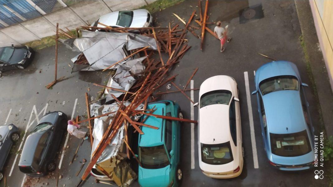 Târgu Jiu: Acoperișul unei bloc, doborât de furtună peste mai multe mașini