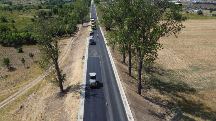 A început turnarea primului strat de asfalt pe tronsonul II al drumului Craiova – Cetate