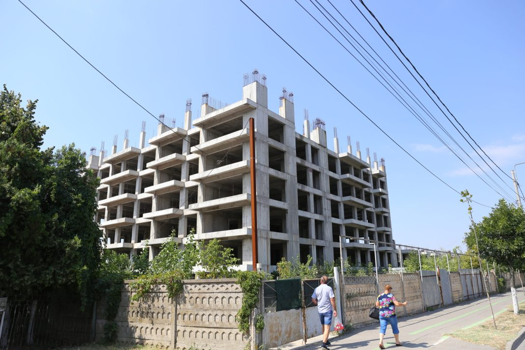 """Telenovela """"cartierul chinezesc"""" continuă cu alt regizor. Soarta cartierului chinezesc din Craiova depinde acum de Ministerul Apărării Naţionale şi de guvern."""