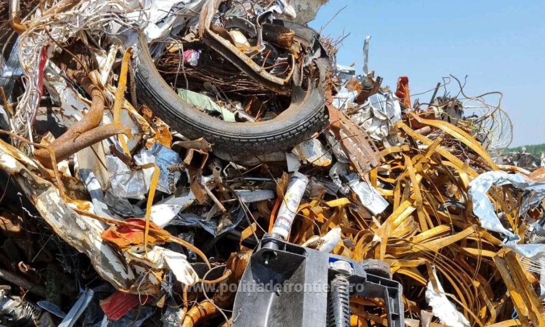 Aproape 2.000 de tone deşeuri, transportate ilegal din Ungaria, au fost oprite la Punctul de Trecere a Frontierei Calafat