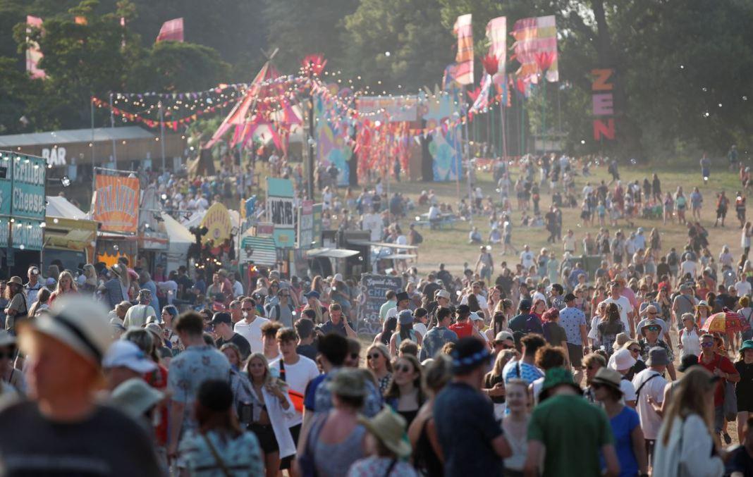 Peste 1.000 de participanţi la un festival din Marea Britanie, depistaţi pozitiv la testul COVID-19