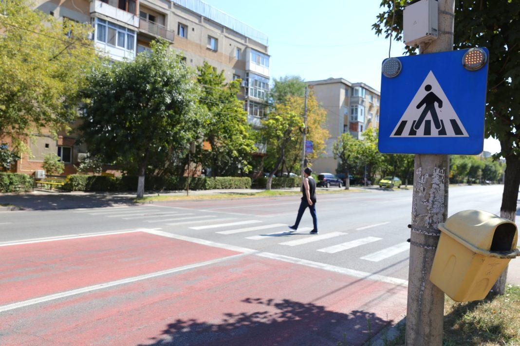 Siguranţa circulaţiei din Craiova. Trecerea de pietoni de la intersecţia bulevardului Dacia cu strada 1 Decembrie 1918, unde a avut loc accidentul mortal din data de 14 august, este marcată cu indicator cu semnalizare luminoasă.