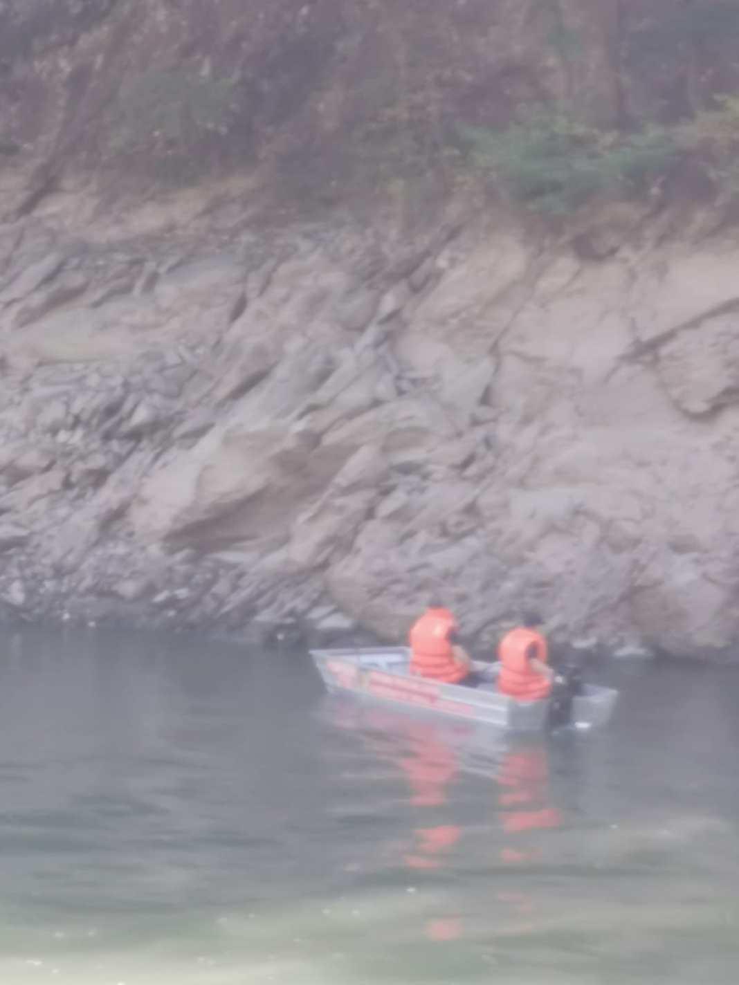 Vâlcea: Un bărbat a căzut în Olt și a rămas blocat între stânci