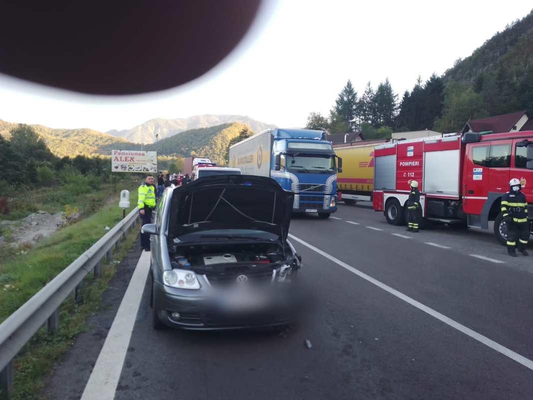 Vâlcea: Două autoturisme și o autoutilitară, implicate într-un accident în comuna Racovița