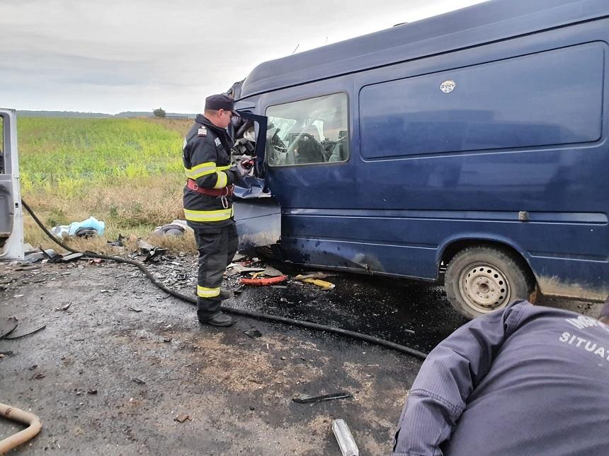 Patru persoane au murit într-un accident între două autoutilitare şi un autoturism, pe DN 2