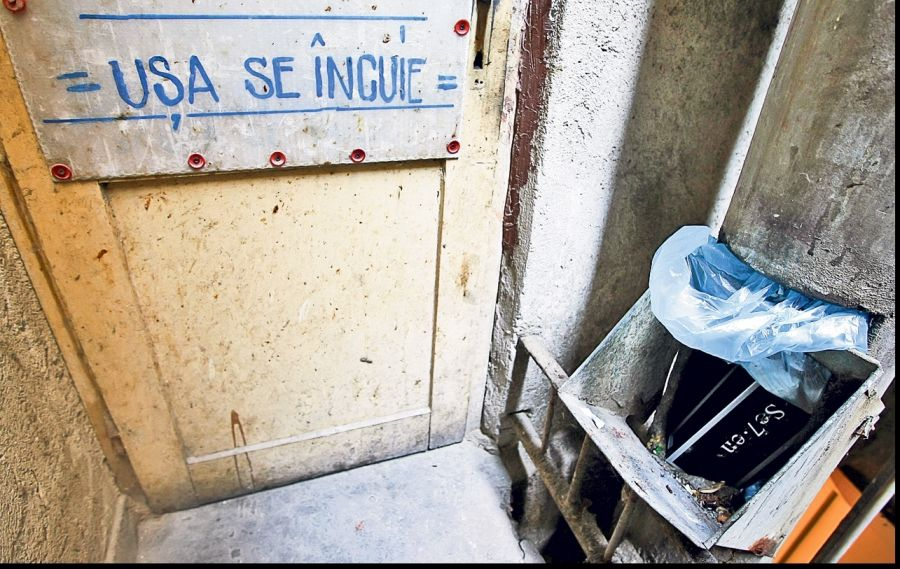 Folosirea tuburilor de ghena pentru gunoi in blocuri, interzisa