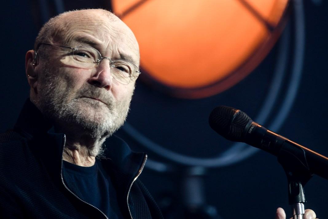 """Phil Collins nu mai poate cânta la tobe: """"Abia mai pot ține un băț cu mâna asta"""""""