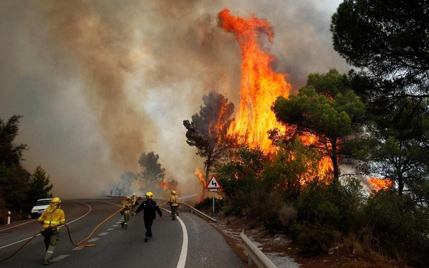 Un pompier a murit într-un incendiu de vegetaţie din provincia spaniolă Malaga