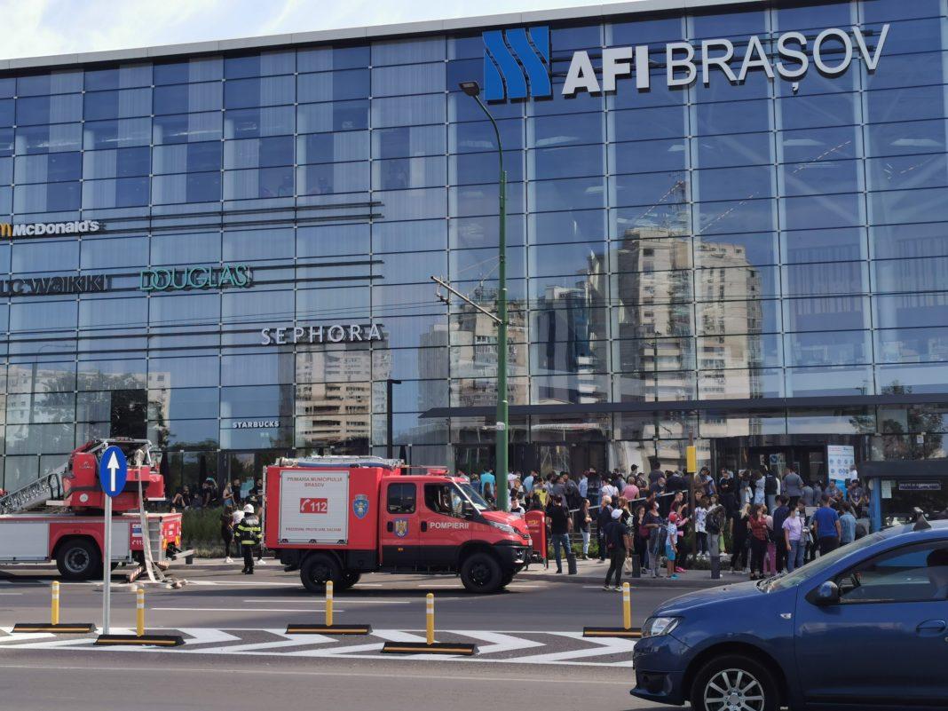 Incendiu izbucnit la un mall din Braşov