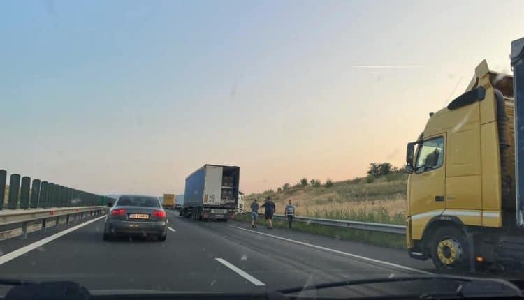 Un migrant ilegal, depistat în timp ce mergea pe banda de urgenţă a autostrăzii A1