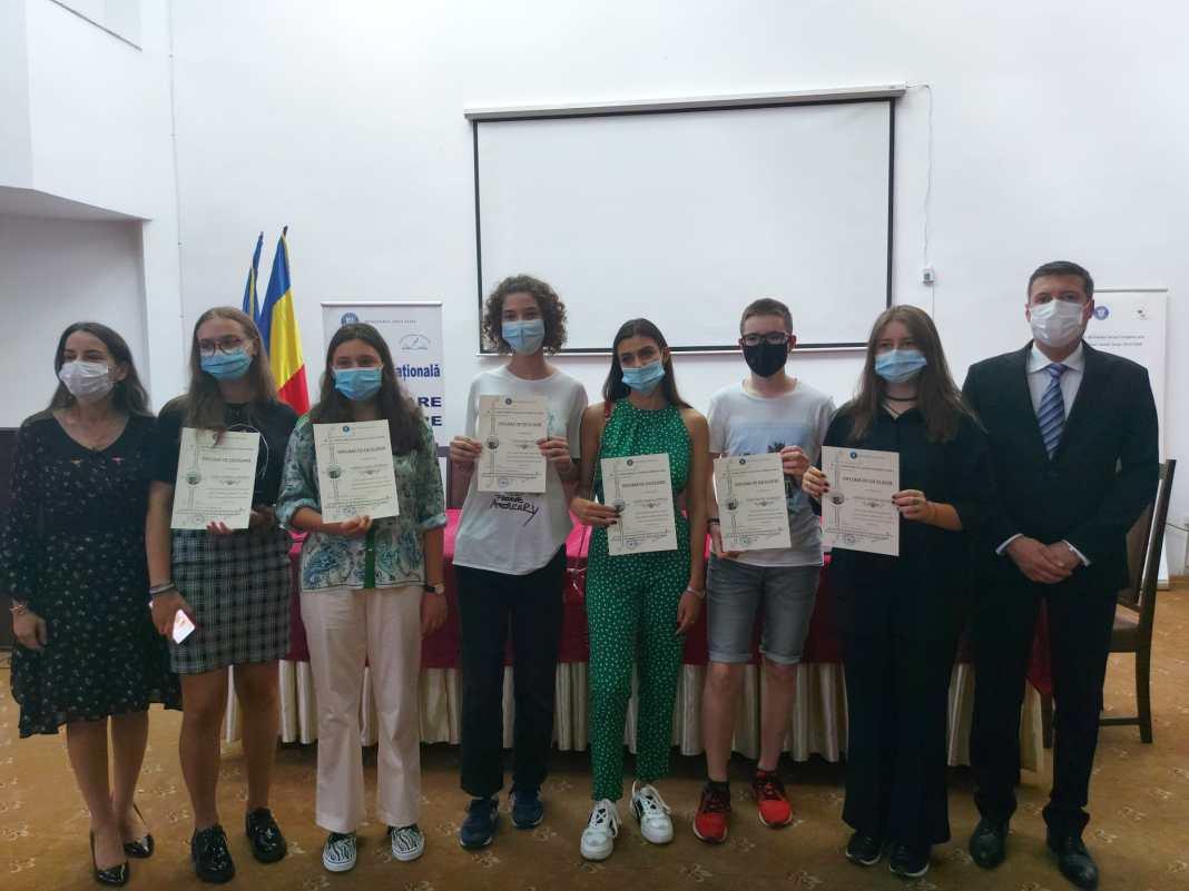Elevii de 10 la examenele naţionale, premiaţi la ISJ Dolj.