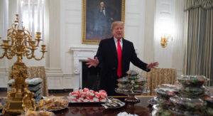 Faute de cuisinier, Donald Trump a organisé à la Maison Blanche un buffet version malbouffe