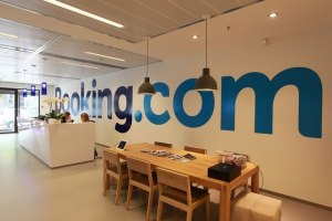 Amazon & Booking, une alliance à craindre pour le Tourisme ?