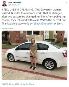 La jeune serveuse leur donne du rab de glace, le couple de clients lui offre une voiture