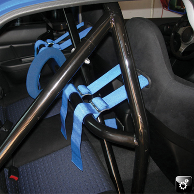 roll cage in blue Evo