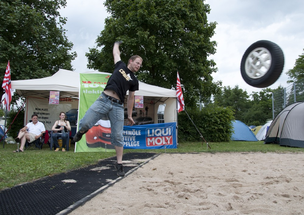 Tire throwing, another fun event at Elbetreffen