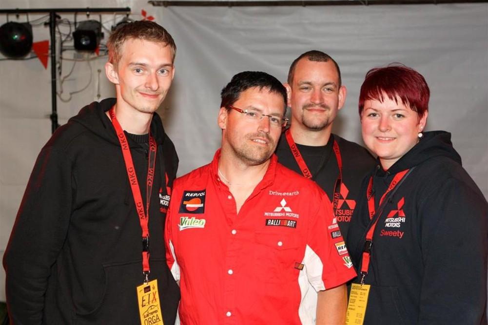 Kai Wandersee (red shirt) with Elbetreffen team