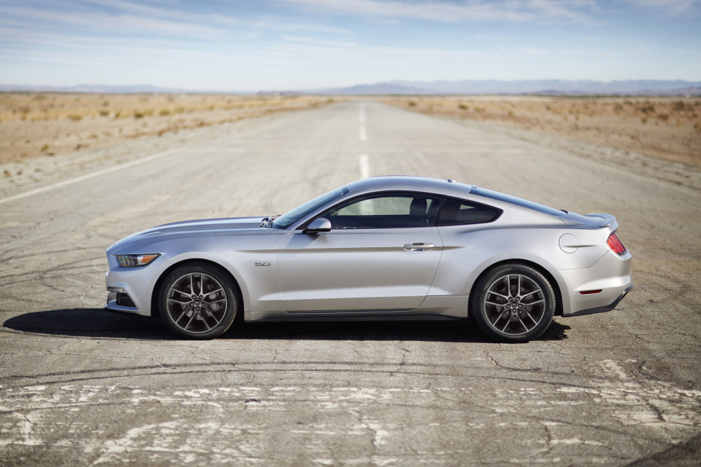 ford_mustang_2015_silver_side
