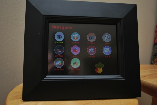 "Sungale ID800WT 8"" Digital Photo Frame Review"