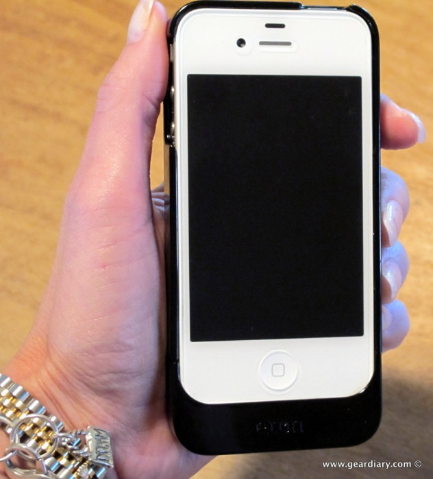 iPhone 4 Gear Review: The Etón Mobius Rechargeable Battery Case with Solar Panel