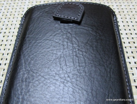 GearDiary SPIGEN SGP HTC One X Crumena Leather Pouch Series Review