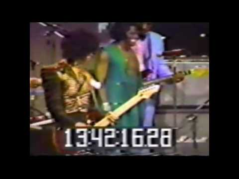 Cool Video of James Brown, Michael Jackson and Prince on Stage in 1983!