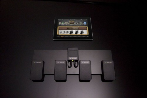 World's First iOS Guitar/Bass Multi-FX System with Wireless Foot Switch Hardware