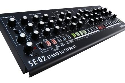 Roland introduces the SE-02 analog synthesizer