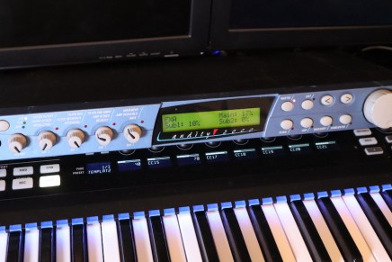 Gearjunkies video – E-MU Audity 2000 synthesizer module overview and sound demo